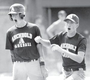 Ben Bucklew & Derek Walker encourage a teammate.