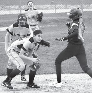 Sami Tilley fields the ball and tags the Holgate Tiger out, Monday, April 10.– photo by Mario Gomez